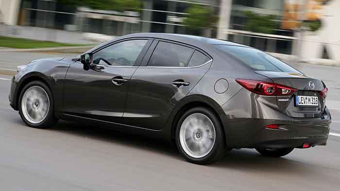 Der Mazda3 sieht auch als Limousine sportlich aus.