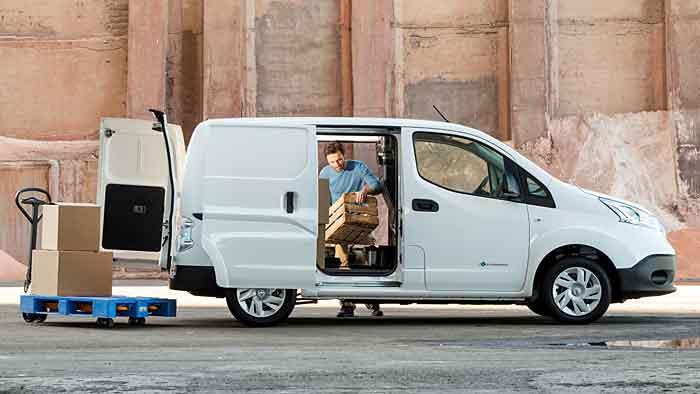 Der Nissan e-NV200 schafft bis zu 170 Kilometer rein elektrisch.