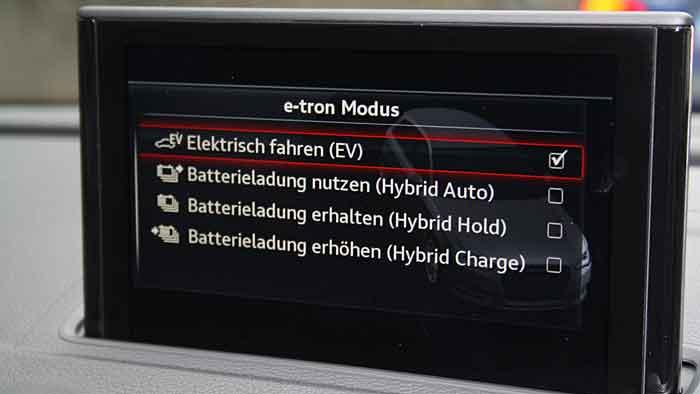 Der Audi A3 e-tron kostet mindestens 37.900 Euro.