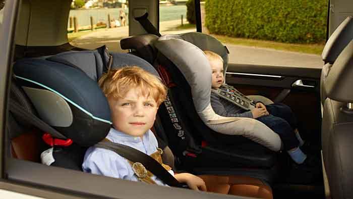 Kindern droht der Tod im aufgeheizten Auto.