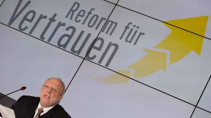 ADAC-Interimspräsident August Markl auf der Preesekonferenz