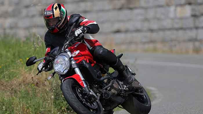 Die Ducati Monster 821 ist der abgespeckte kleine Schwester der 1200er.