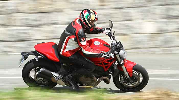 Die Ducati Monster 821 ist die abgespeckte kleine Schwester der 1200er.