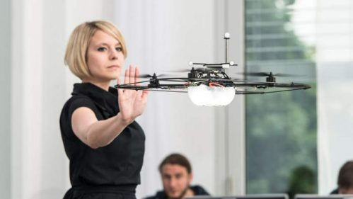 Martina Mara mit einem Quadcopter