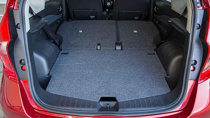 Der Nissan Note pendelt zwischen Kleinwagen und Minivan.
