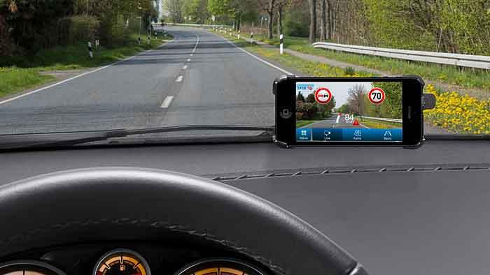 Eine Bosch-App erkennt Verkehrszeichen.