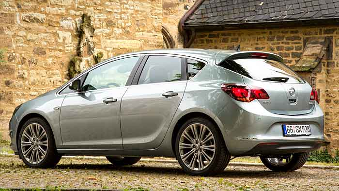 Der Opel Astra 1.6 CDTI begnügt sich mit 100 PS und 3,7 Litern Verbrauch.