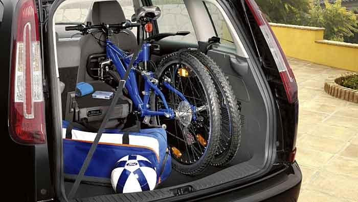 Im Kofferraum sind die Fahrräder am besten vor Langfingern geschützt.