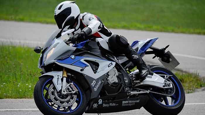 BMW Motorrad installiert Kurven-ABS