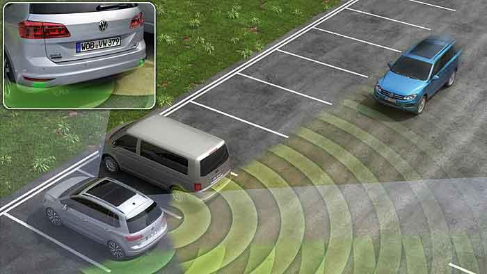 Der VW-Ausparkassistent wird nach und nach in weiteren Modellen eingesetzt.