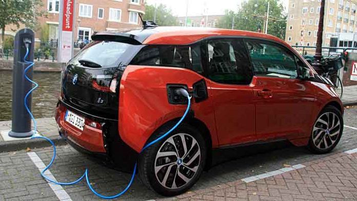 Der BMW i3 ist elektrisch unterwegs, alternativ gibts einen Range Extender.