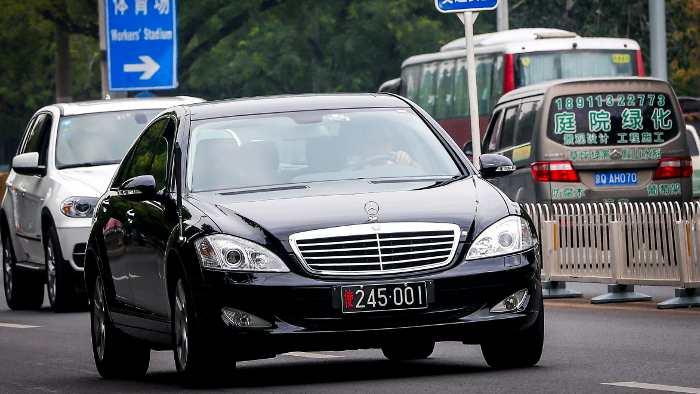 Ein Mercedes unterwegs in China.
