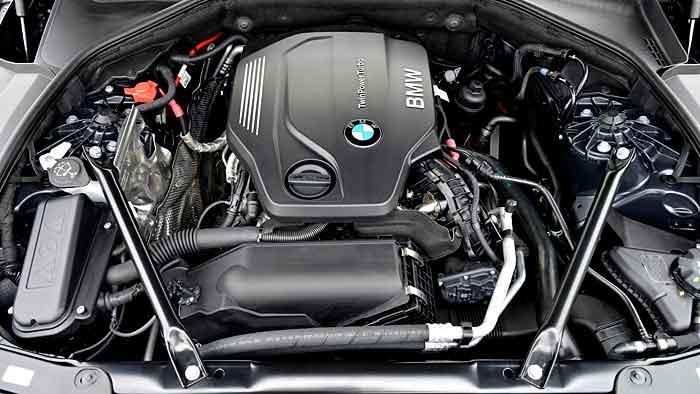 Der neue 5er-BMW begnügt sich mit 4,3 Litern.