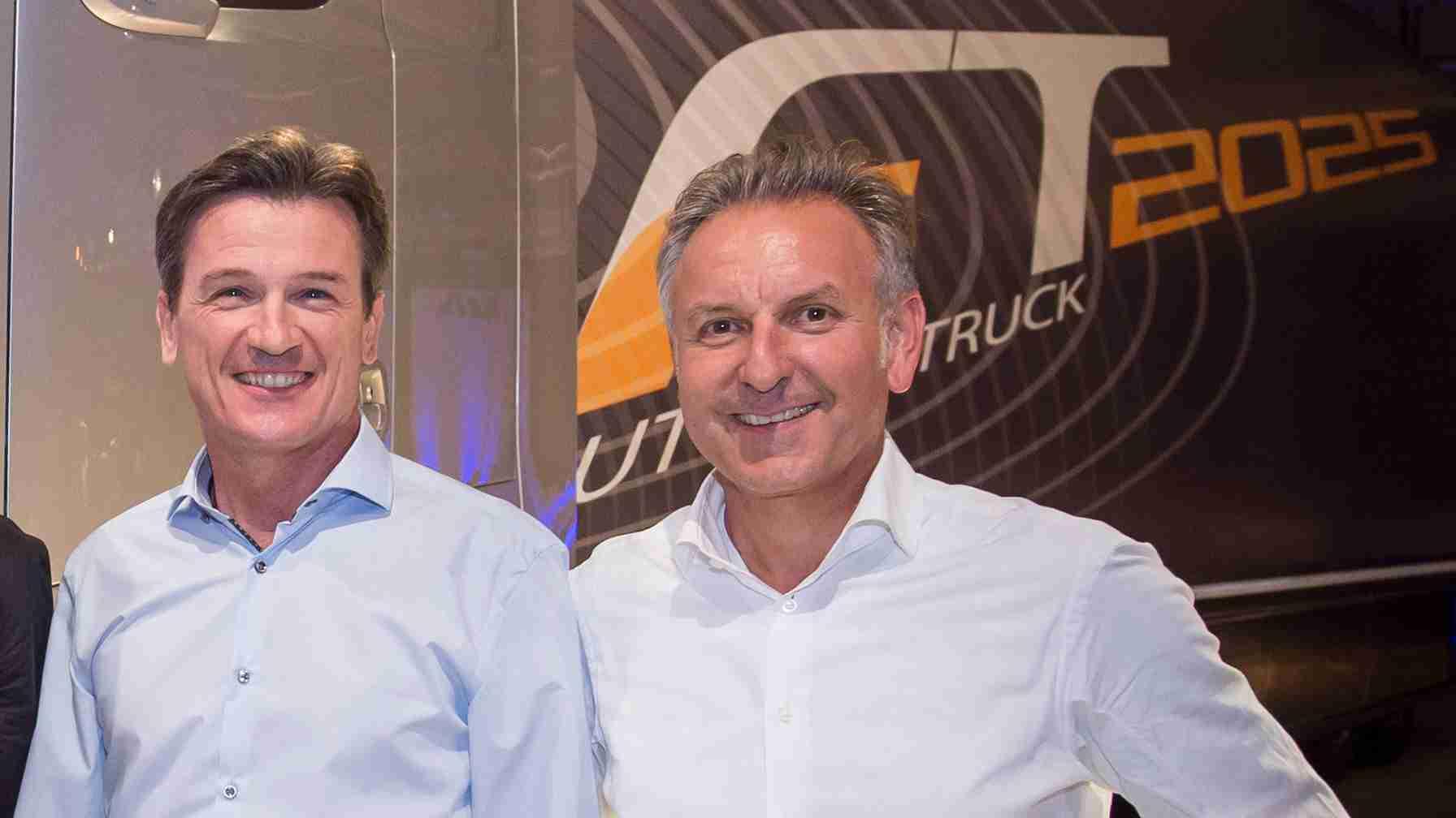 Wolfgang Bernhard (l.) und Stefan Buchner vor dem Future Truck.