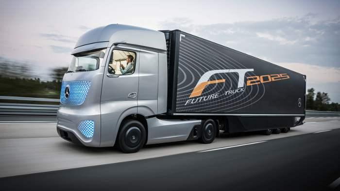 Daimler darf autonom fahrende Lkw testen.
