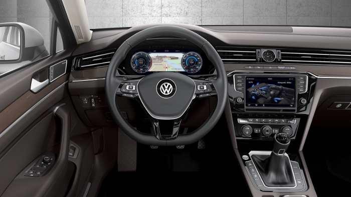 Das Cockpit des VW Passat.
