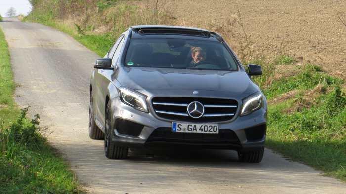 Mercedes-Käufer geben mehr Geld für Neuwagen aus als Audi-Käufer.