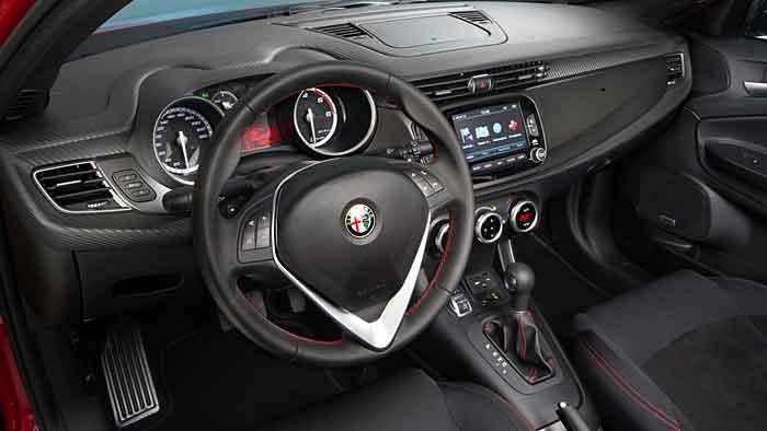 Alfa Romeo bemüht mit der Giulietta die Vergangenheit.