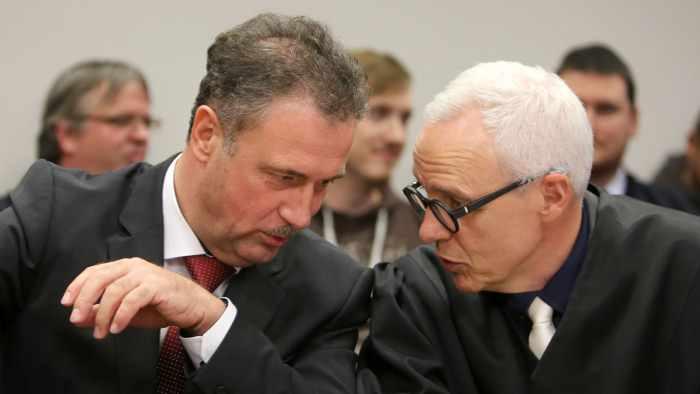 GDL-Chef Claus Weselsky mit seinem Anwalt vor dem Arbeitsgericht.