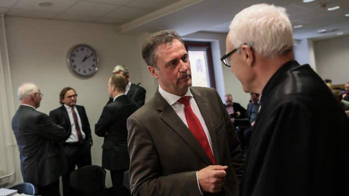 Claus Weselsky vor dem Landesarbeitsgericht mit seinem Anwalt.