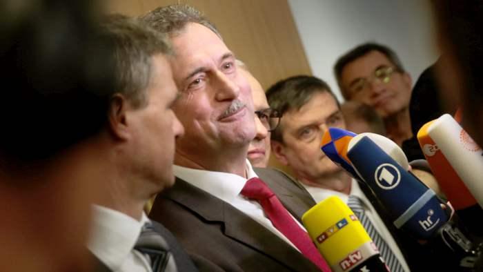 So sehen Sieger aus: Claus Weselsky vor dem Landesarbeitsgericht.