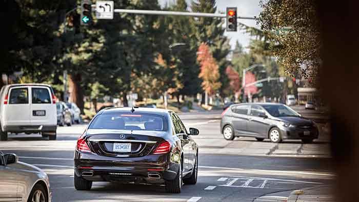 Auch der Gegenverkehr wird autonom vom System erfasst.