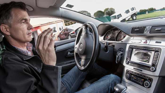 Die Mehrheit traut den Systemen beim Autonomen Fahren nicht.