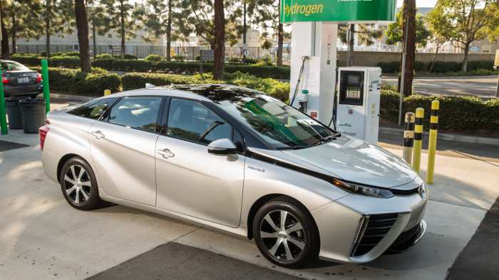Toyota bringt den Mirai als Serienfahrzeug auf den Markt.