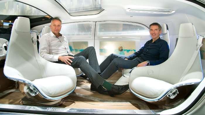 Steffen Köhl (l.) und Hartmut Sinkwitz im Mercedes F 015.