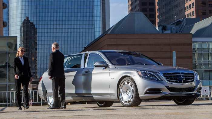 In einem Mercedes-Maybach lässt man sich fahren.