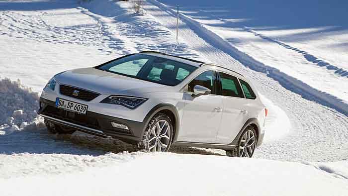 Der Seat Leon ST X-Perience agiert sehr souverän auf Schnee und Eis.