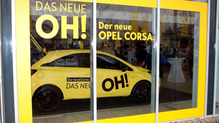 Opel bringt den Kunden den Corsa nach Hause.
