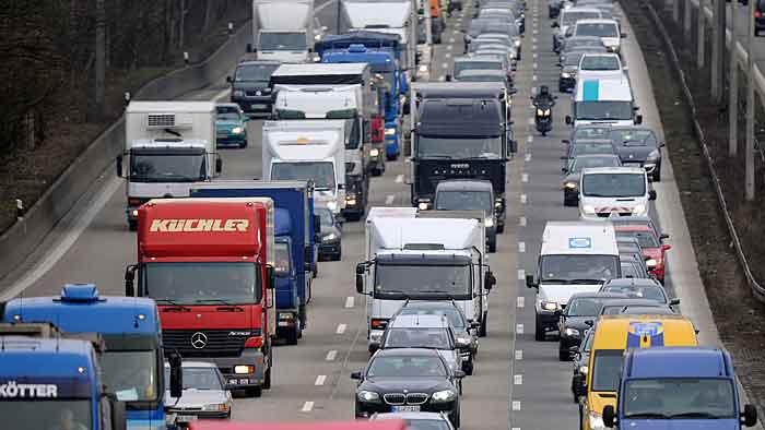 Ab Donnerstag wird es voll auf den Autobahnen.