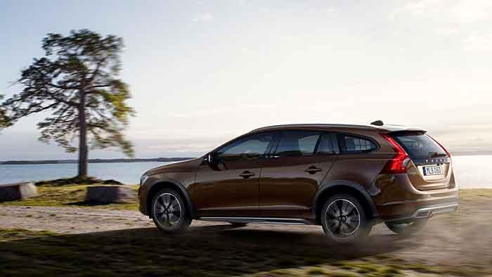 Volvo legt den V60 höher.