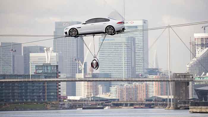 Jaguar hat auf ungewöhnliche Art den neuen XF präsentiert.