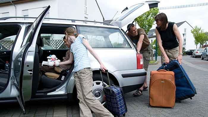 Das Auto darf nicht nur bei der Fahrt in den Urlaub nicht überladen werden.