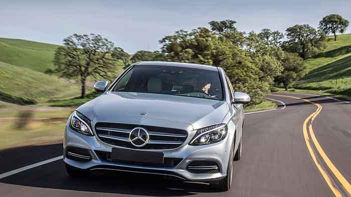 Mercedes hat sich knapp gegen BMW durchgesetzt.