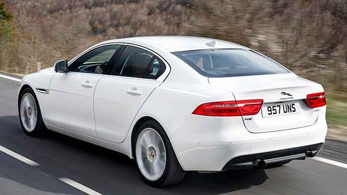 Nur knapp 1,5 Tonnen wiegt der Jaguar XE