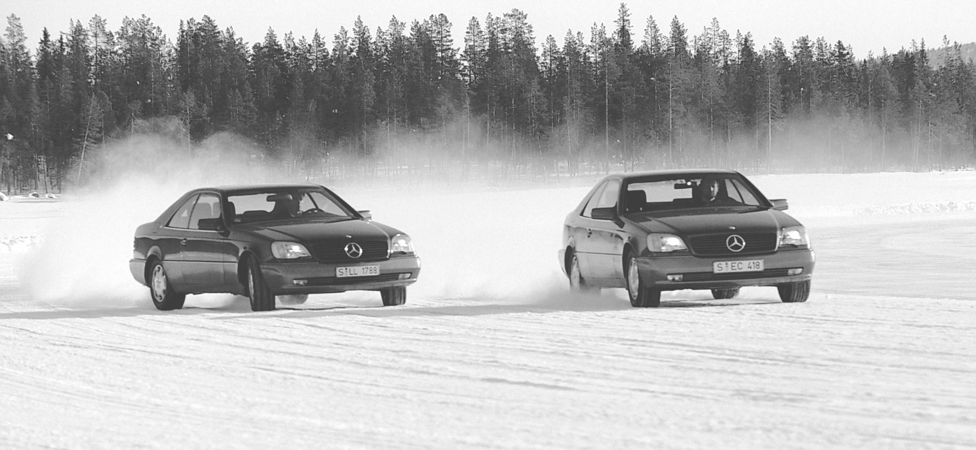 Die Wirkung des ESP zeigen beide Fahrzeuge sehr deutlich.