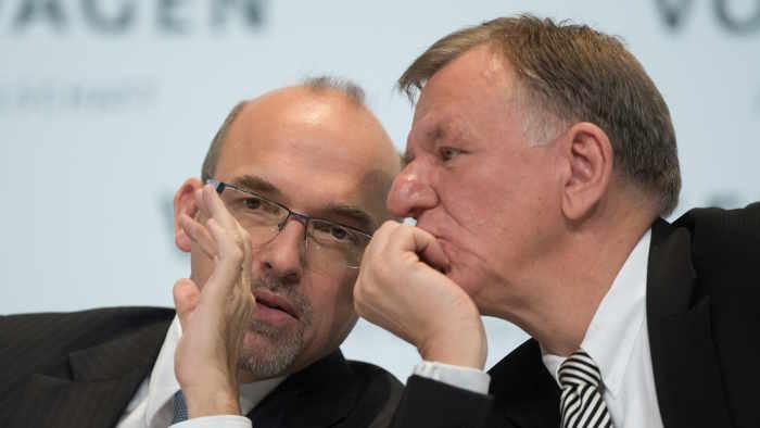 Die VW-Vorstände Christian Klingler (l.) und Andreas Renschler