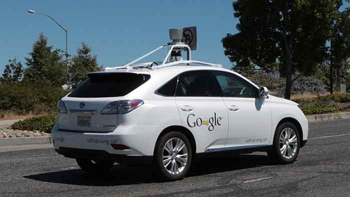 Das selbstfahrende Google-Auto der Marke Lexus verschuldete einen Unfall.
