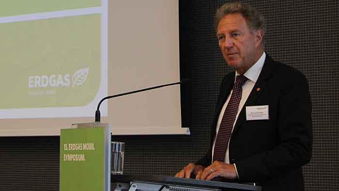 Der Parlamentarische Staatssekretär Norbert Barthle auf dem erdgas mobil-Symposium