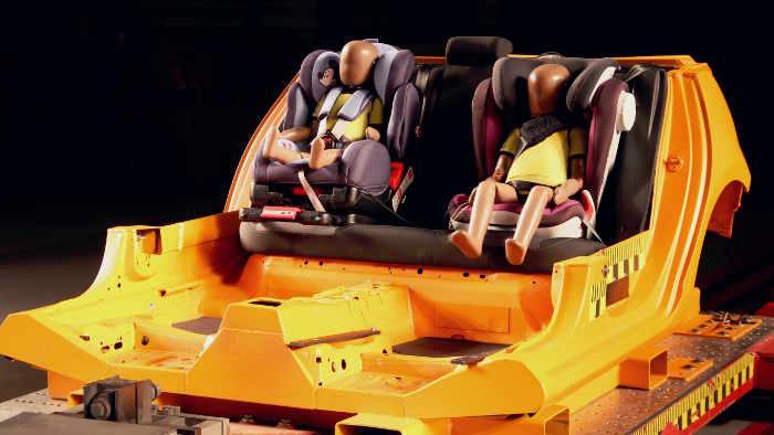 Der ADAC hat 23 Kindersitze umfassend getestet.