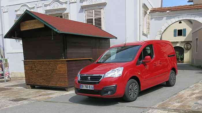Peugeot hat den Partner modifiziert.
