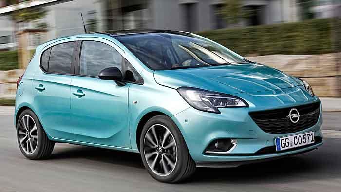 Der Opel Corsa muss zum Boxenstopp