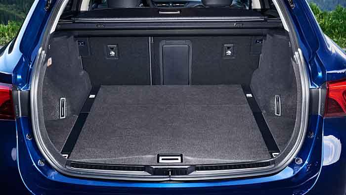 Der Toyota Avensis ist auch überarbeitet der Vernunft verschrieben.