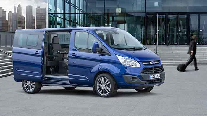Der Ford Tourneo Custom Business Edition bietet die Konferenz vor der Konferenz.