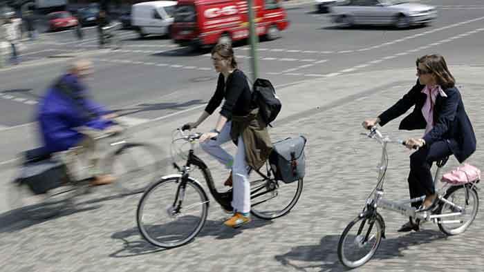 Auch Radfahrer in entgegengesetzter Richtung haben Vorfahrt.