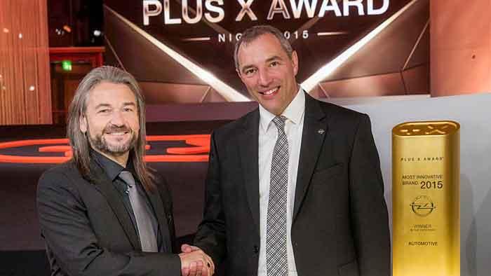 Plus X Award-Präsident Donat Brandt (l.) und Opels Marketing-Direktor Andreas Marx