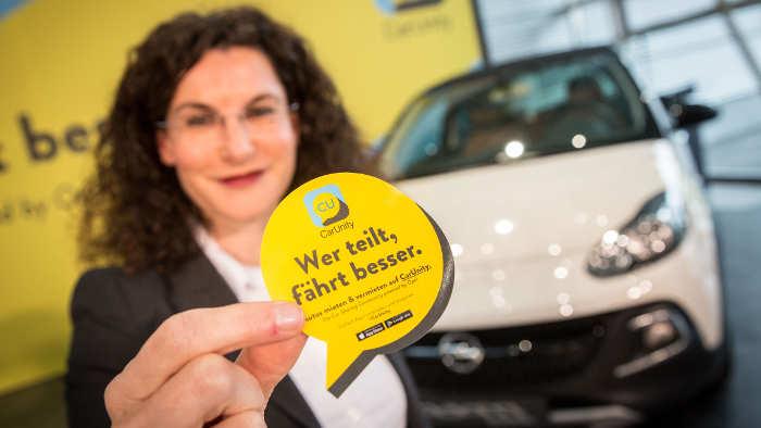 Opel-Marketing-Vorstand Tina Müller präsentiert CarUnity.